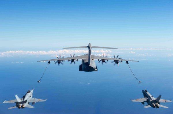 Dans cette configuration on découvre parfaitement la position des avions ravitaillés par rapport au ravitailleur.
