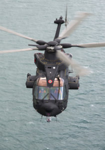Un Agusta-Westland HH-101 dans son élément naturel : au-dessus des mers.