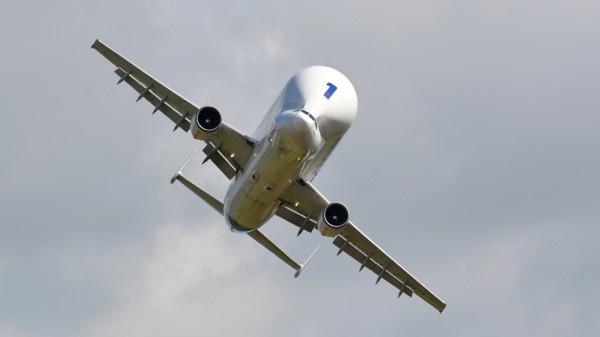 Sur ce cliché l'Airbus A300-600ST démontre bien son agilité en vol.