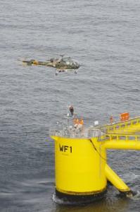 Une Alouette III militaire portugaise lors d'un exercice d'évacuation en haute mer en juillet 2014.