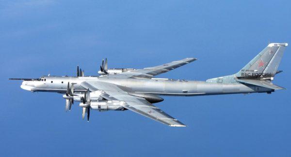 Dans ses versions Tu-142 le vénérable Bear représentent encore une menace crédible pour les navires de guerre des pays de l'OTAN.