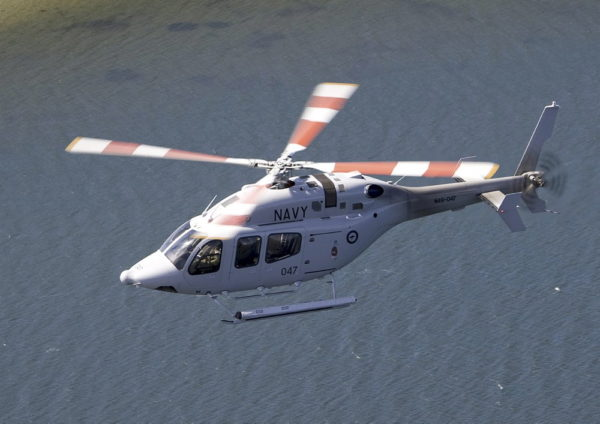 Bell 429 de la marine australienne en survol côtier.