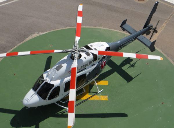Une vue inhabituelle du Bell 429 Global Ranger d'évacuation sanitaire.