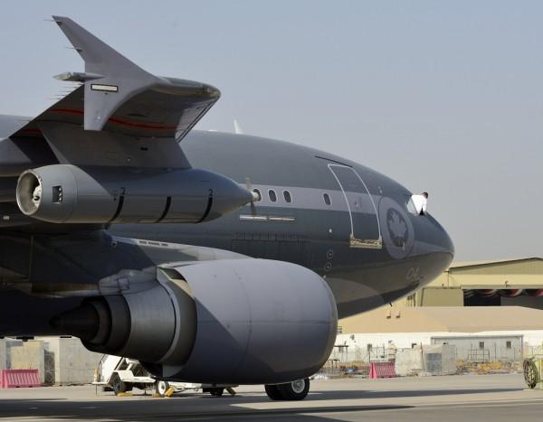 Sur ce cliché la nacelle de ravitaillement de l'Airbus CC-150 Polaris apparait clairement.