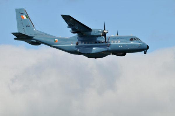 Un des deux CN-235MP de l'IAC en vol de patrouille.