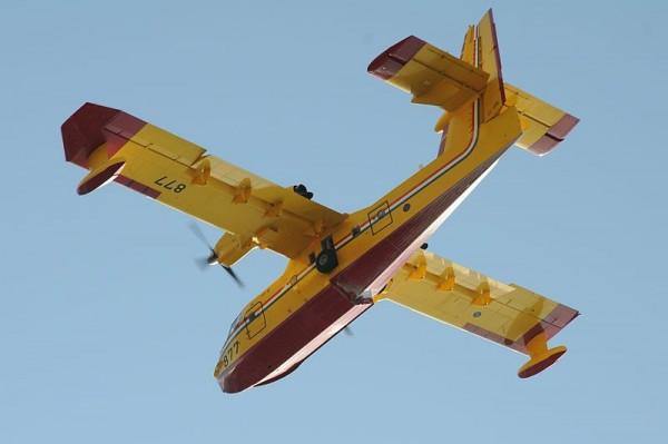 Bombardier CL-415 de lutte contre l'incendie.