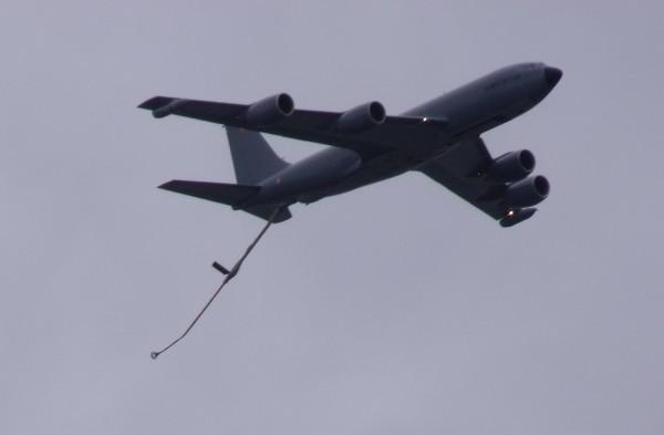 Boeing C-135FR dans le ciel parisien le 14 juillet 2012.
