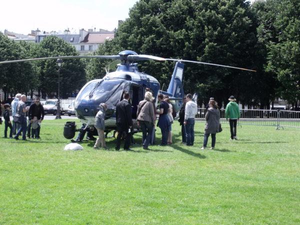 L'EC135 de la Gendarmerie Nationale attire toujours autant, ici en 2012.