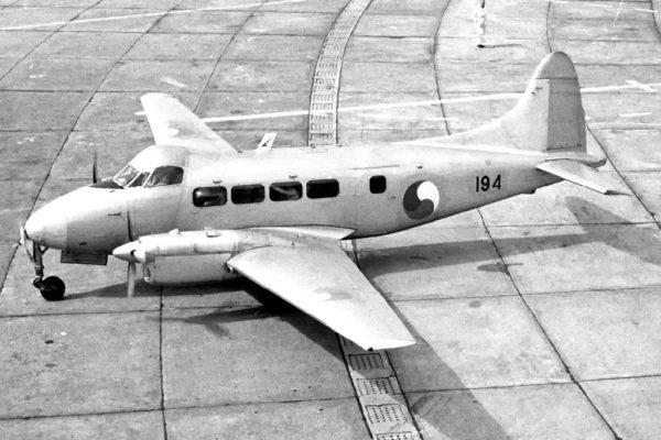 L'un des deux Dove de patmar, vu dans les années 1960 alors qu'il remplissait des missions de transport.