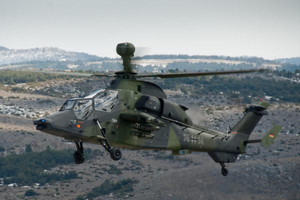 Remarquez le radar monté sur la mât, et la livrée si élégante des hélicoptères militaires allemands.