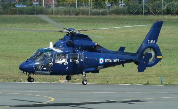 Le Dauphin 2 du FOST à l'atterrissage.