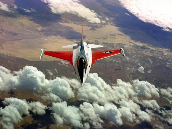Avion de présérie General Dynamics YF-16.