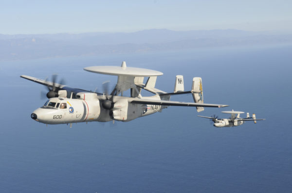 En cas d'opération au-dessus de l'Irak le radôme du Grumman E-2C ferait des merveilles pour repérer les cibles ennemies.
