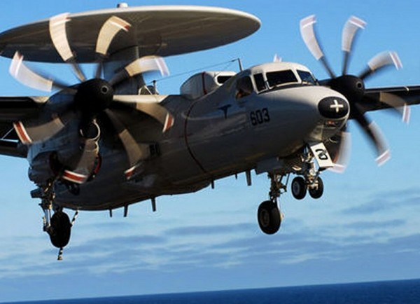 Northrop-Grumman E-2D à l'appontage.