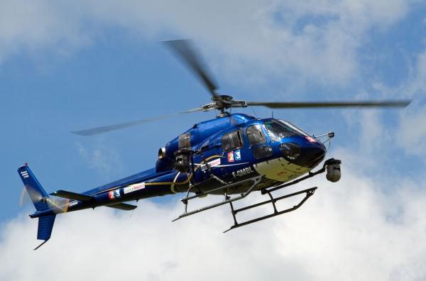 Sur ce cliché les deux caméras de l'hélicoptère apparaissent clairement.
