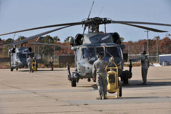 Les hélicoptères HH-60G Pavehawk de l'ANG pourraient décoller en alerte le cas échéant.