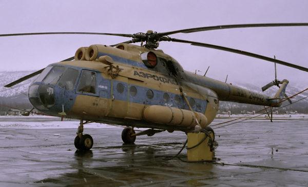 Un Mil Mi-8 civil russe qui masque bien mal son ancien appartenance à l'Aeroflot. Son état général donnerait des sueurs froides à plus d'un expert aéronautique européen.
