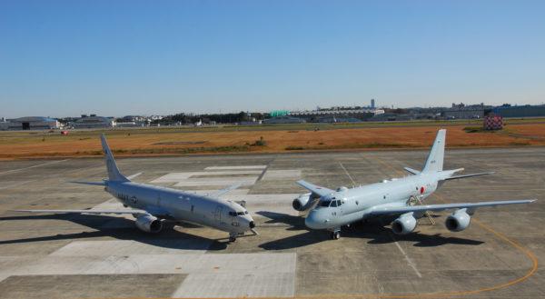 Face à face les deux futurs maîtres du Pacifique : le Boeing P-8 et le Kawasaki P-1.