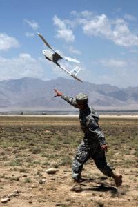 Drone RQ-11 Raven lancé à la main.