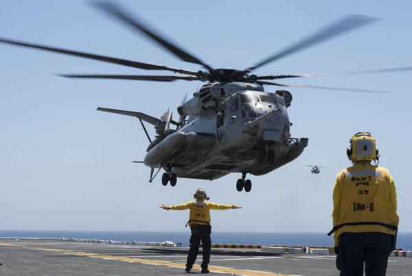 Malgré l'arrivée des Bell/Boeing MV-22 les Sikorsky CH-53E demeurent des machines importantes pour l'US Marines Corps.