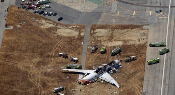 Sur ce cliché on distingue bien la position de l'avion hors de la piste.
