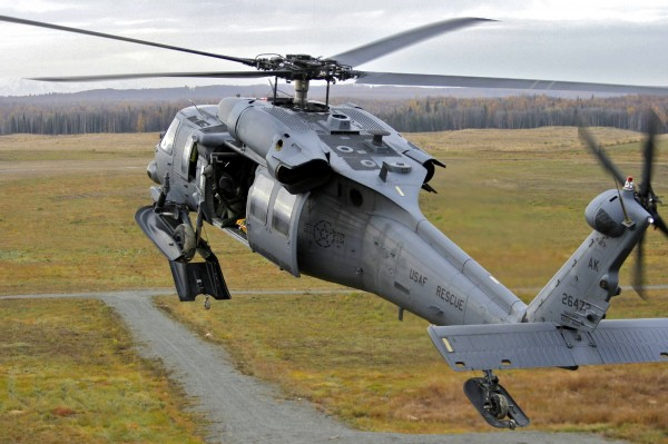 Un Sikorsky HH-60G du 176th Wing dans son environnement naturel en Alaska.