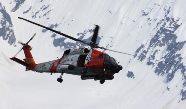 Sikorsky MH-60J Jayhawk en vol quelque part en Alaska.