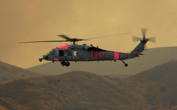 Le MH-60S Seahawk aux couleurs de la lutte contre les feux de forêts.