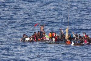 Les migrants sauvés par l'USS Rushmore.