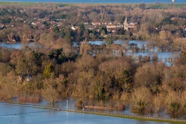 La vallée de la Tamise, à l'est de Londres, est totalement inondée.
