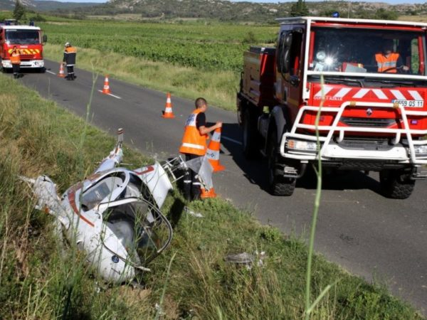 Les sapeurs-pompiers du SDIS-11 balisent la zone du crash.