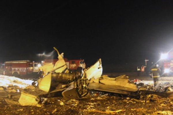 Les restes de l'avion, sur le tarmac de Kazan, juste après l'accident.