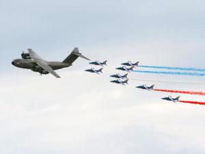 L'A400M escorté par les Alphajets Patrouille de France