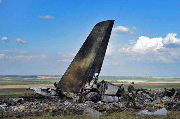 Cette photo de l'empennage de l'Il-76 témoigne de la violence de l'incendie qui a suivi le crash.