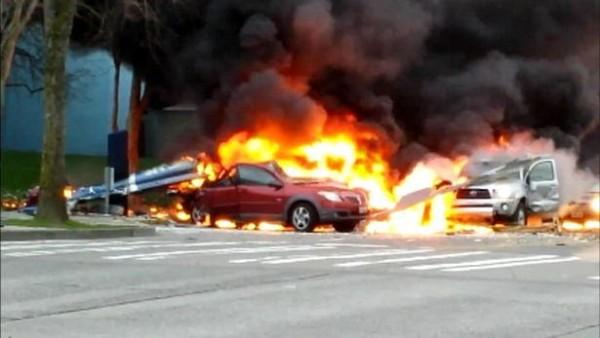 Un violent incendie s'est déclenché après le crash.