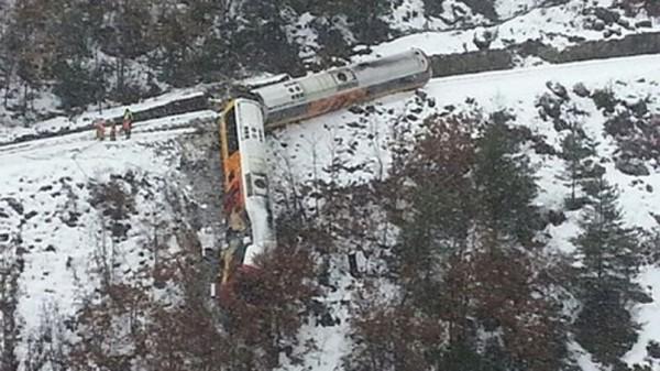 Le train des Pignes après son déraillement dans les Alpes.