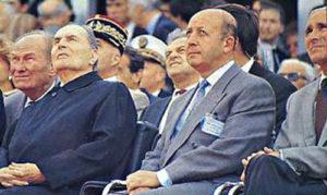 Le Président Mitterrand inaugure le Salon avec Paul Quilès ministre de la défense