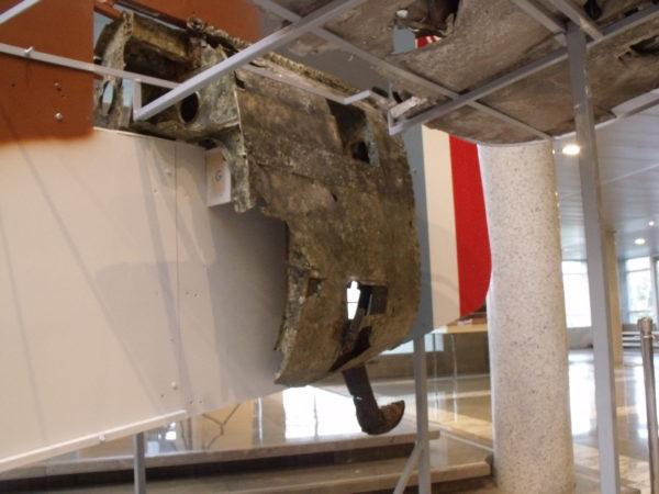 Le tronçon T5 avec le patin d'atterrissage d'origine, véritable pièce maîtresse de l'expo.