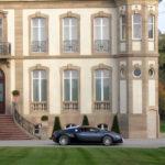 Une Bugatti Veyron devant le château d'Ettore Bugatti